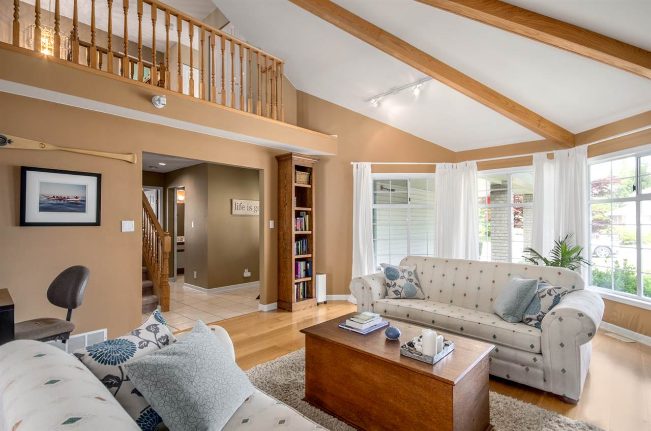 Detached at 12622 19A AVENUE, South Surrey White Rock, British Columbia. Image 2