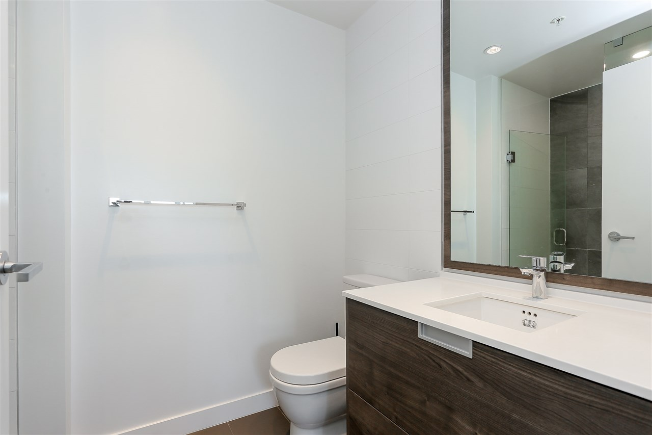 Condo Apartment at 707 4688 KINGSWAY, Unit 707, Burnaby South, British Columbia. Image 12