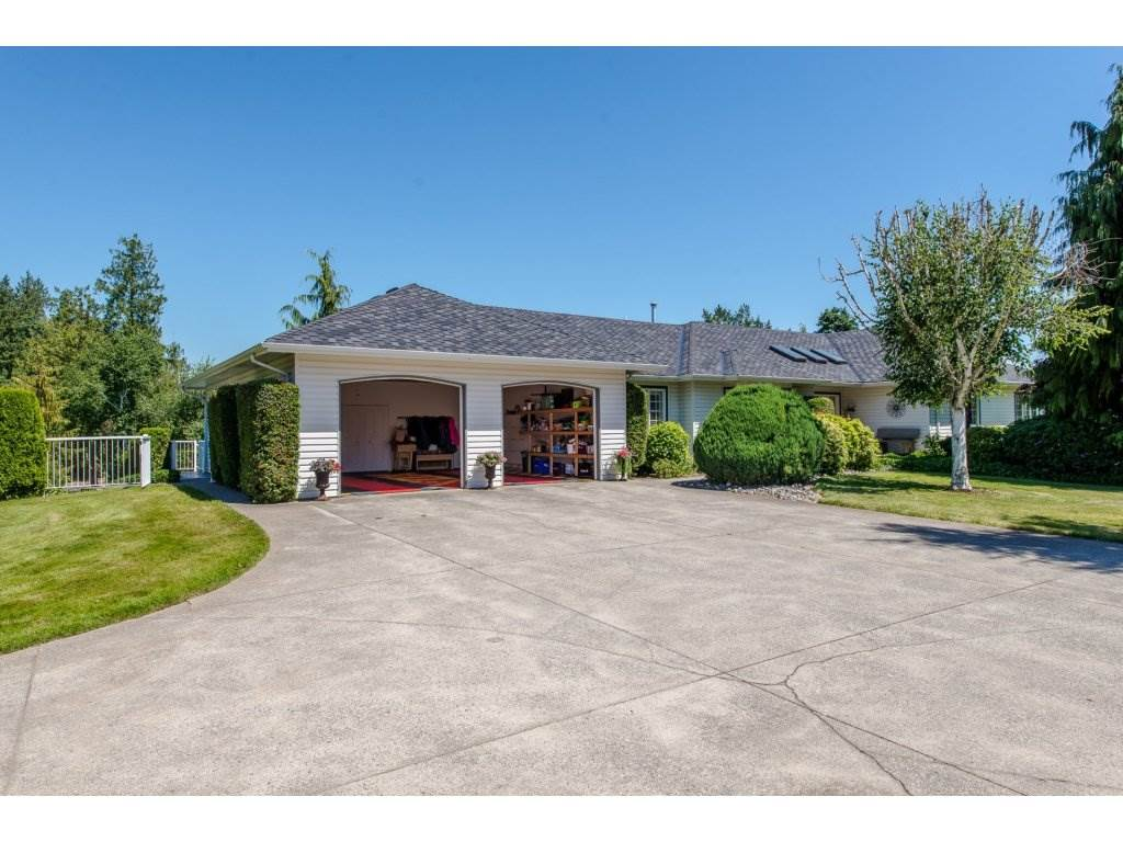 Detached at 29837 TOWNSHIPLINE ROAD, Abbotsford, British Columbia. Image 2