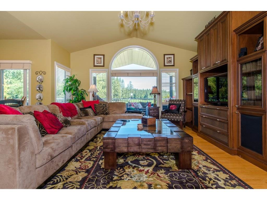 Detached at 29837 TOWNSHIPLINE ROAD, Abbotsford, British Columbia. Image 3