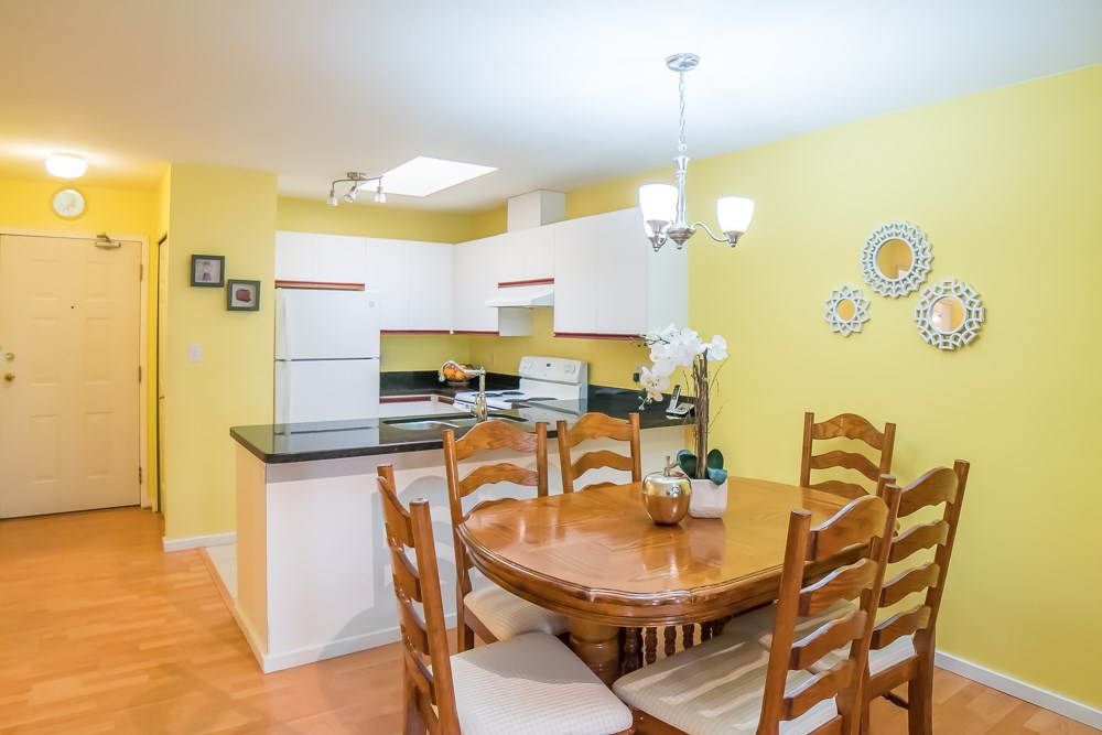 Condo Apartment at 304 5663 INMAN AVENUE, Unit 304, Burnaby South, British Columbia. Image 12