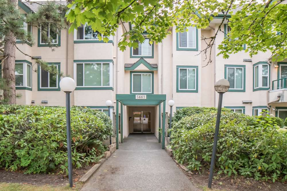 Condo Apartment at 304 5663 INMAN AVENUE, Unit 304, Burnaby South, British Columbia. Image 20