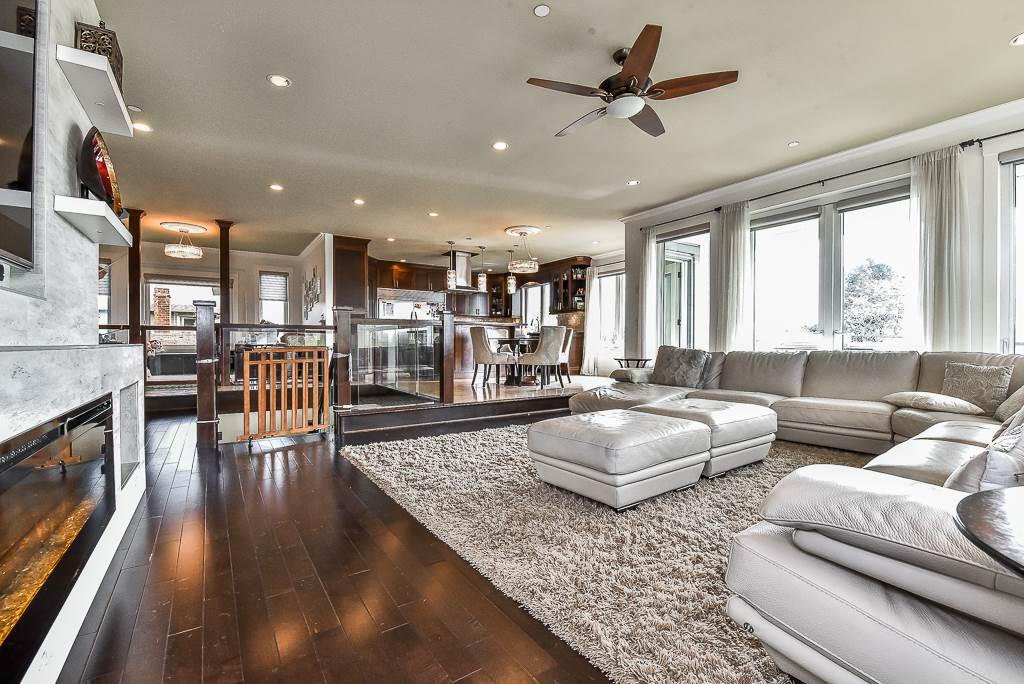 Detached at 15341 ROYAL AVENUE, South Surrey White Rock, British Columbia. Image 6