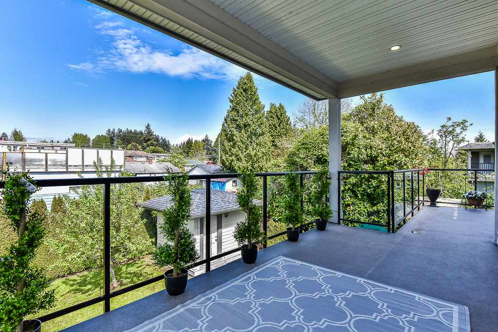 Detached at 15341 ROYAL AVENUE, South Surrey White Rock, British Columbia. Image 17