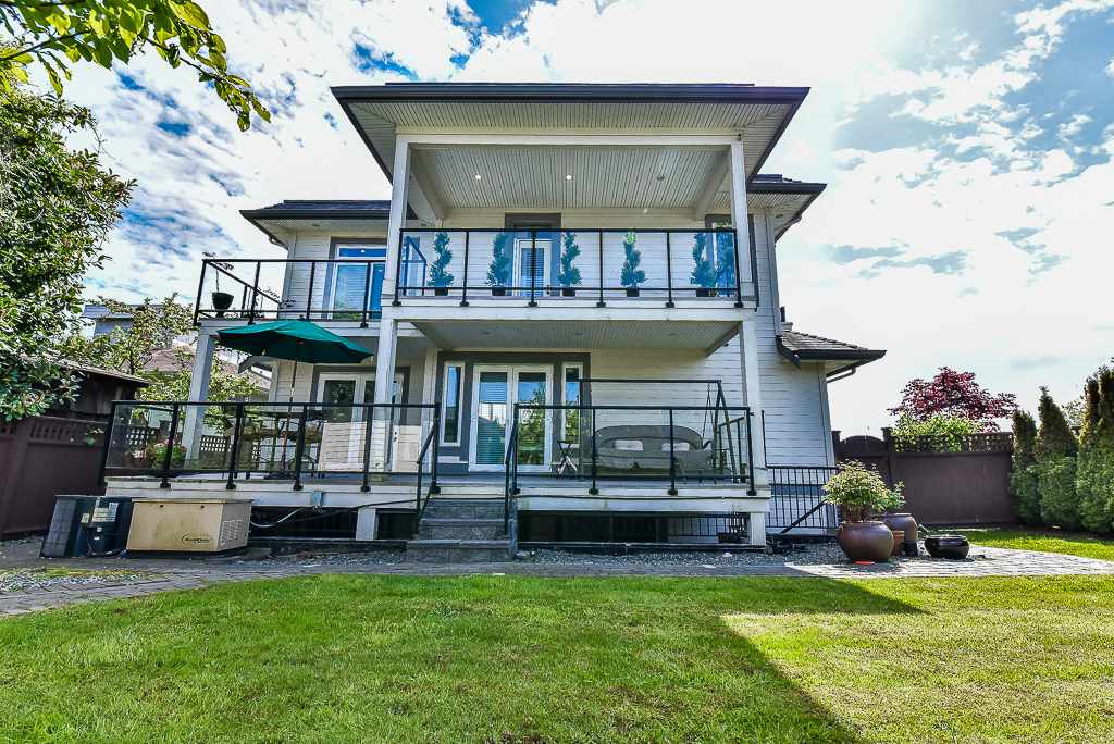 Detached at 15341 ROYAL AVENUE, South Surrey White Rock, British Columbia. Image 18