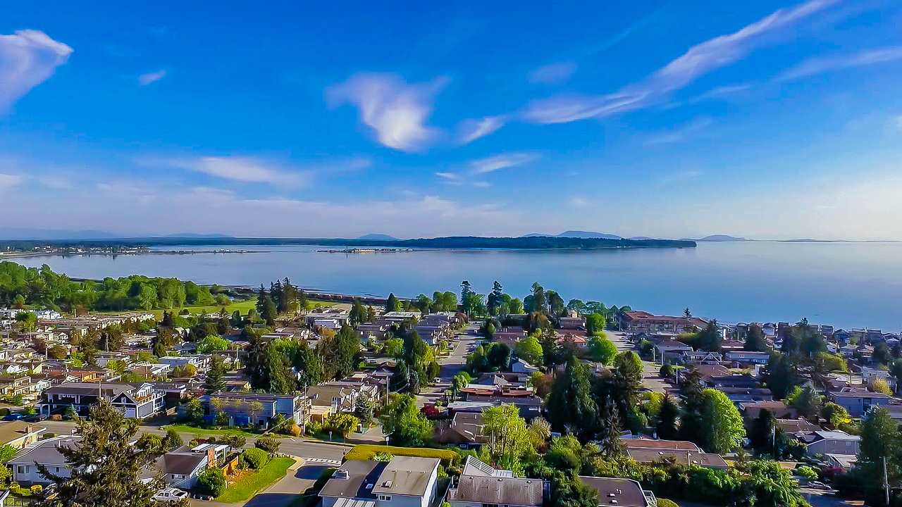 Detached at 15341 ROYAL AVENUE, South Surrey White Rock, British Columbia. Image 19