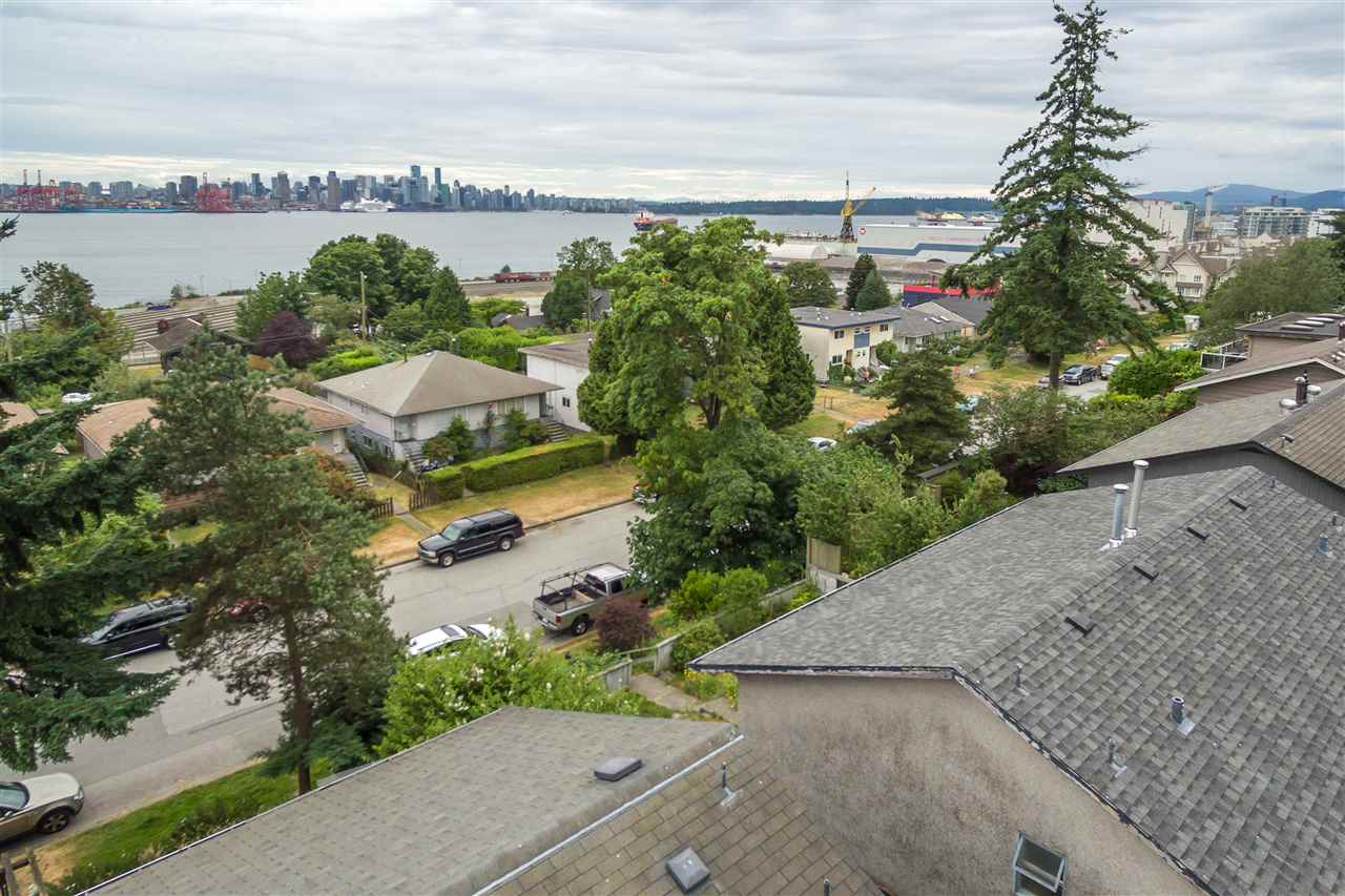 Half-duplex at 456 E 1ST STREET, North Vancouver, British Columbia. Image 2