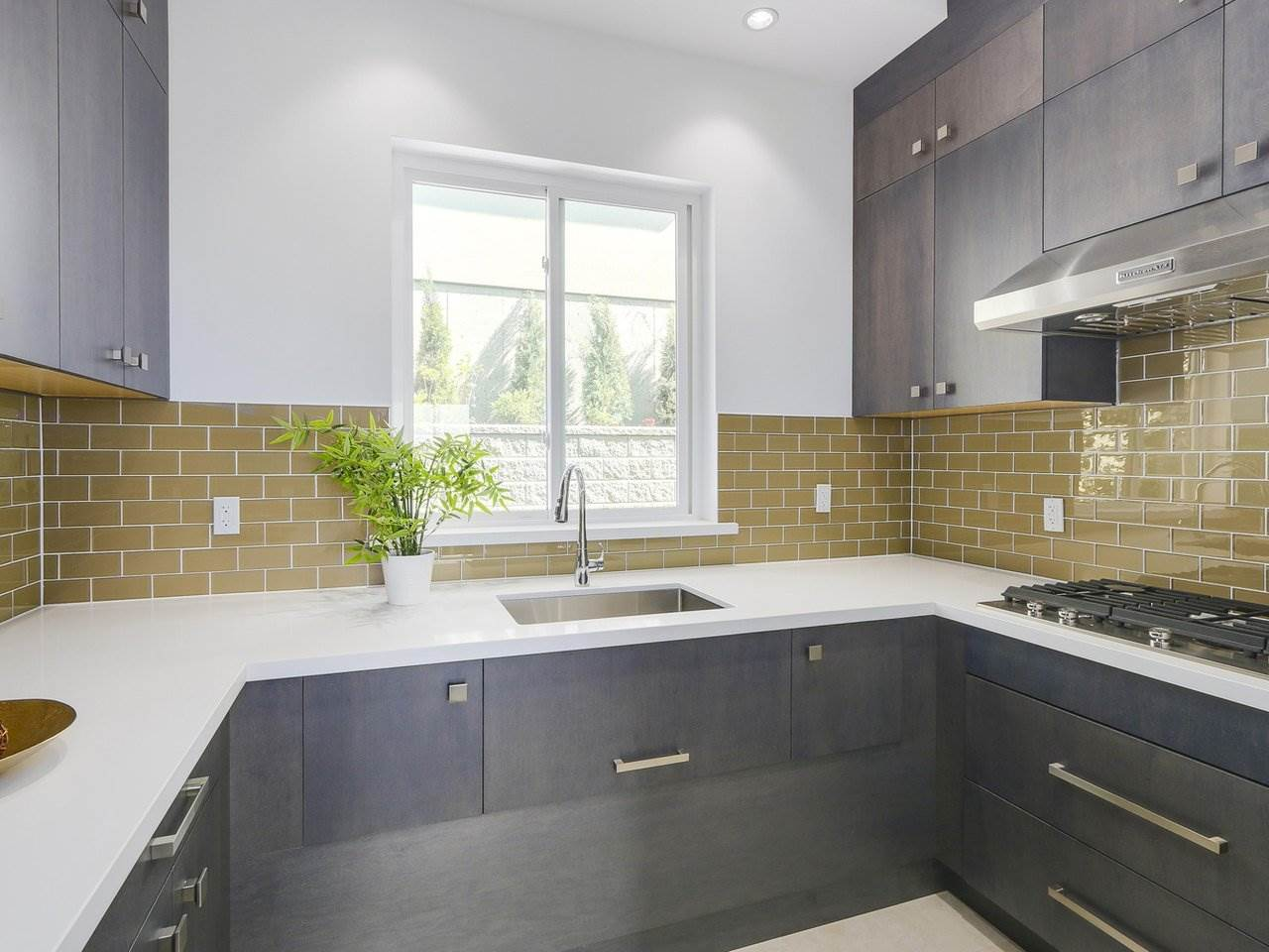 Detached at 5349 PATRICK STREET, Burnaby South, British Columbia. Image 7