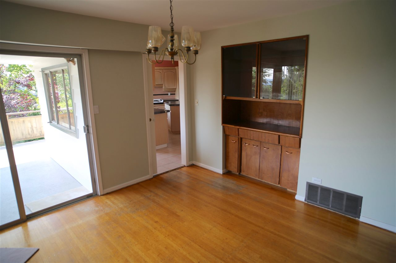 Detached at 574 ST. GILES ROAD, West Vancouver, British Columbia. Image 7