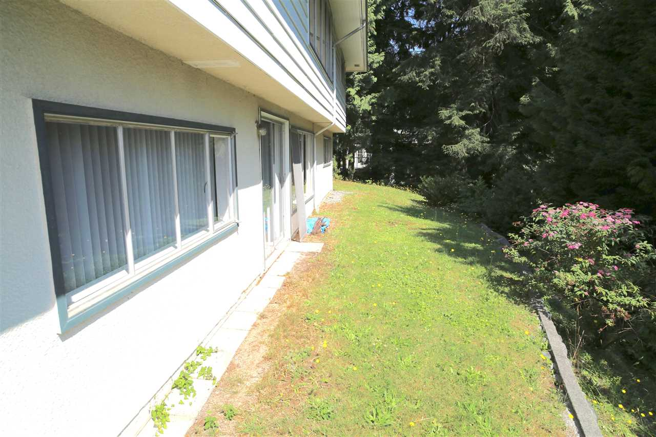Detached at 574 ST. GILES ROAD, West Vancouver, British Columbia. Image 8