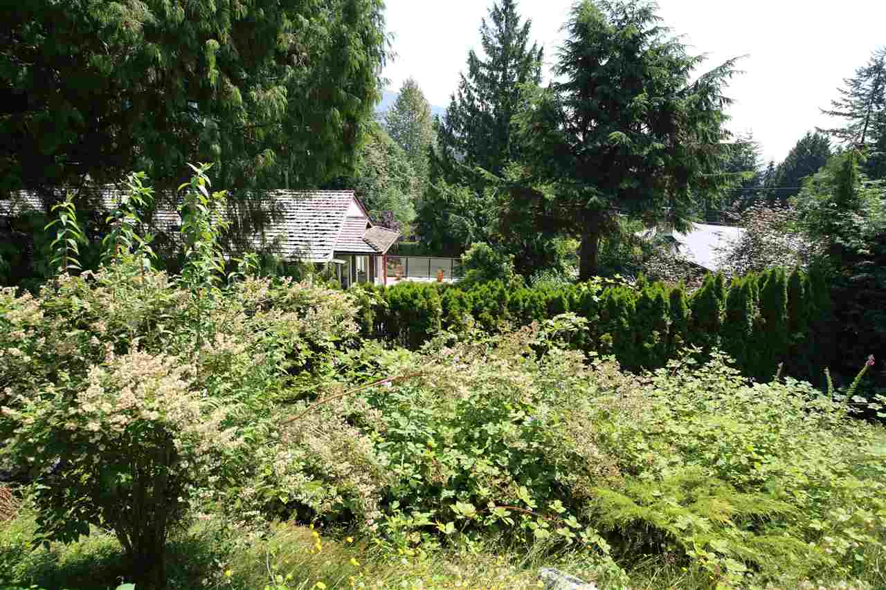 Detached at 574 ST. GILES ROAD, West Vancouver, British Columbia. Image 9