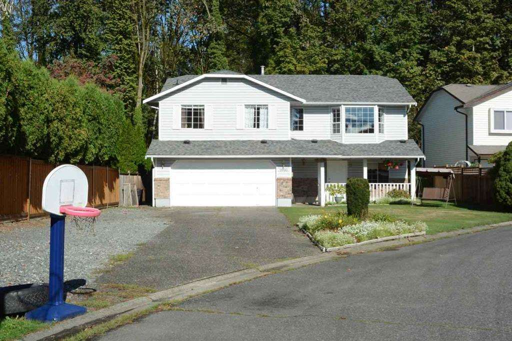 Detached at 9900 GOODALL PLACE, Chilliwack, British Columbia. Image 1