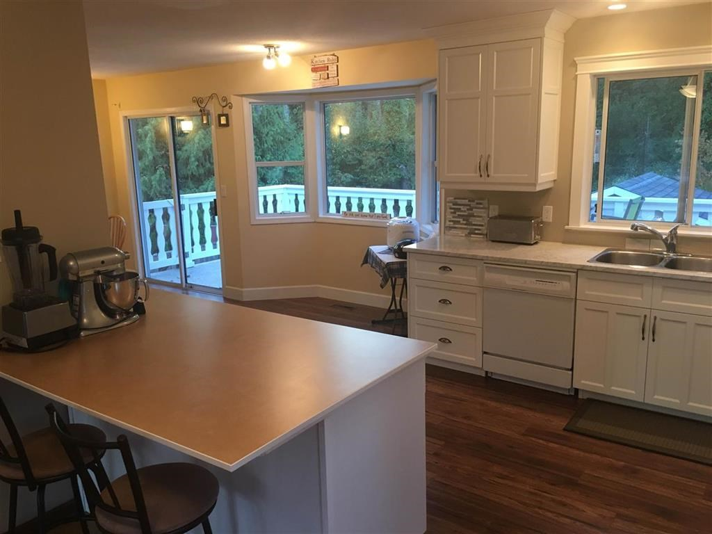 Detached at 9900 GOODALL PLACE, Chilliwack, British Columbia. Image 3