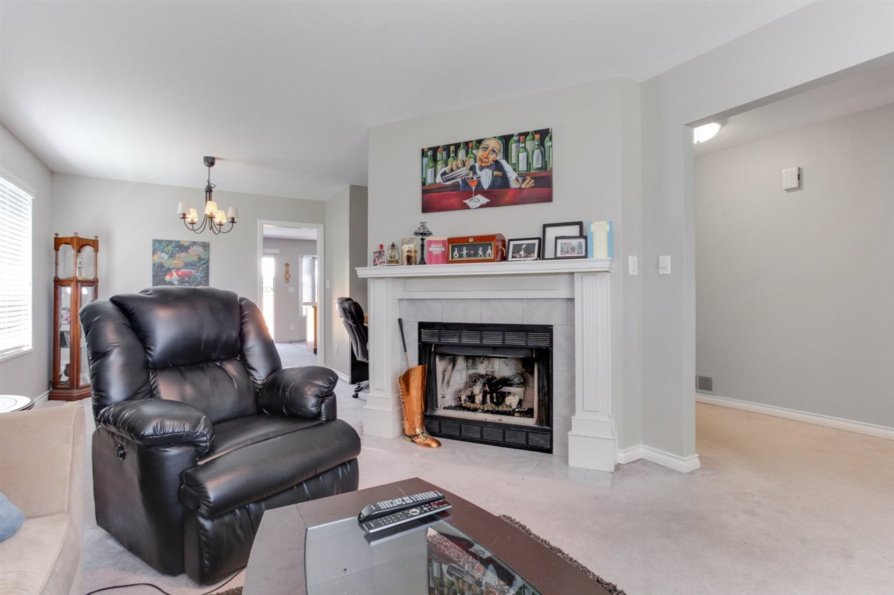 Detached at 5915 49 AVENUE, Ladner, British Columbia. Image 4