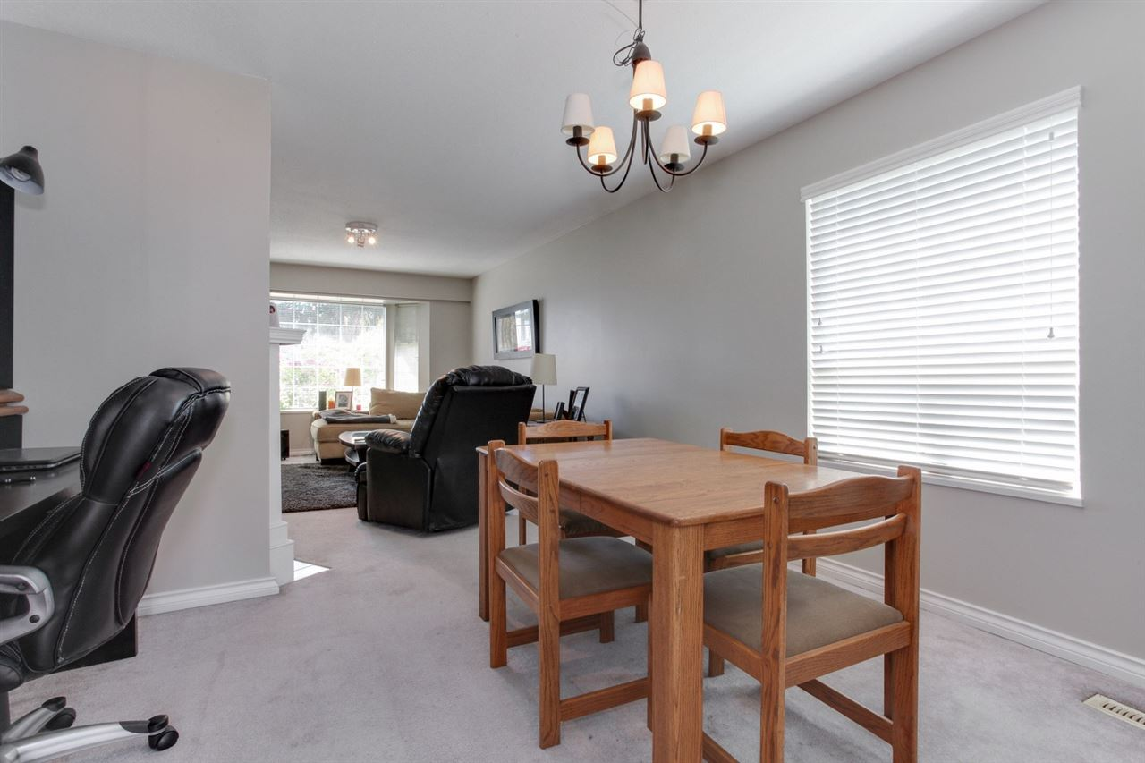 Detached at 5915 49 AVENUE, Ladner, British Columbia. Image 5