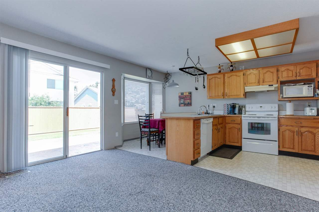 Detached at 5915 49 AVENUE, Ladner, British Columbia. Image 8