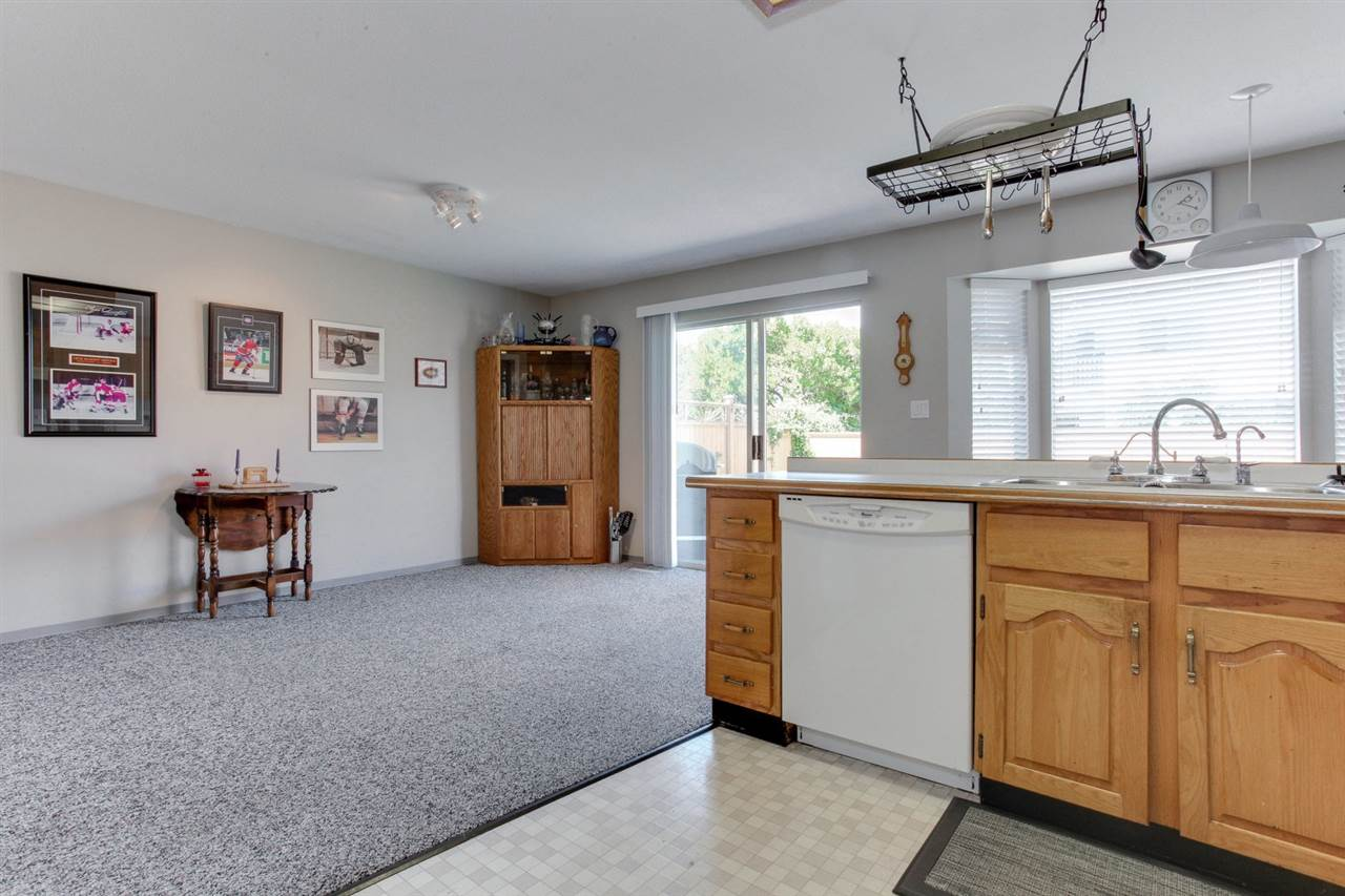 Detached at 5915 49 AVENUE, Ladner, British Columbia. Image 11