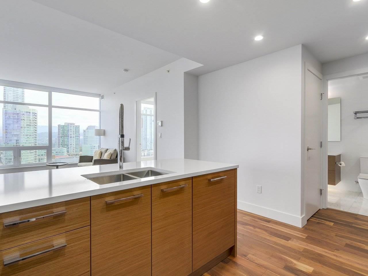 Condo Apartment at 1202 4360 BERESFORD STREET, Unit 1202, Burnaby South, British Columbia. Image 4