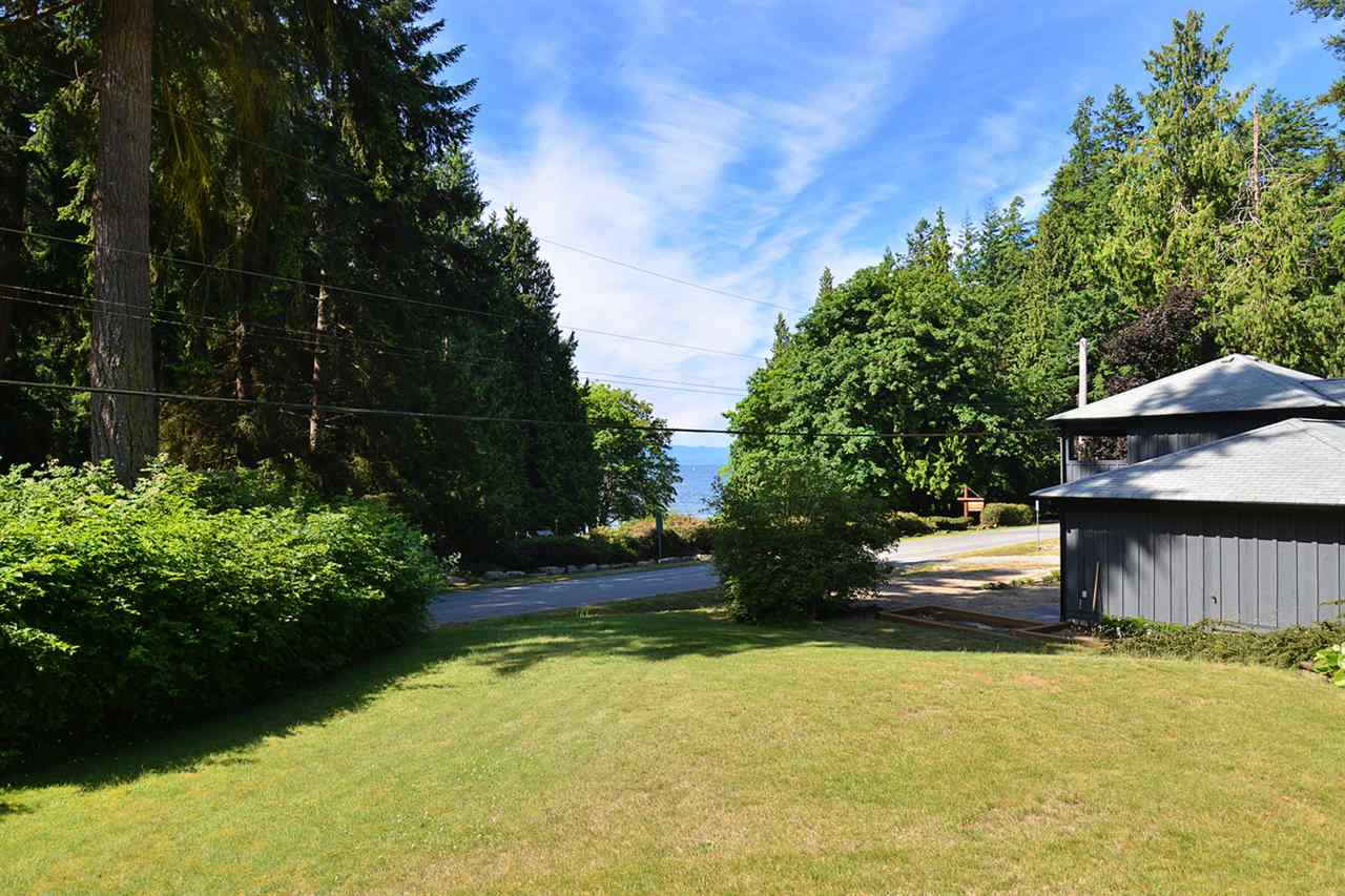 Detached at 3546 BEACH AVENUE, Sunshine Coast, British Columbia. Image 2