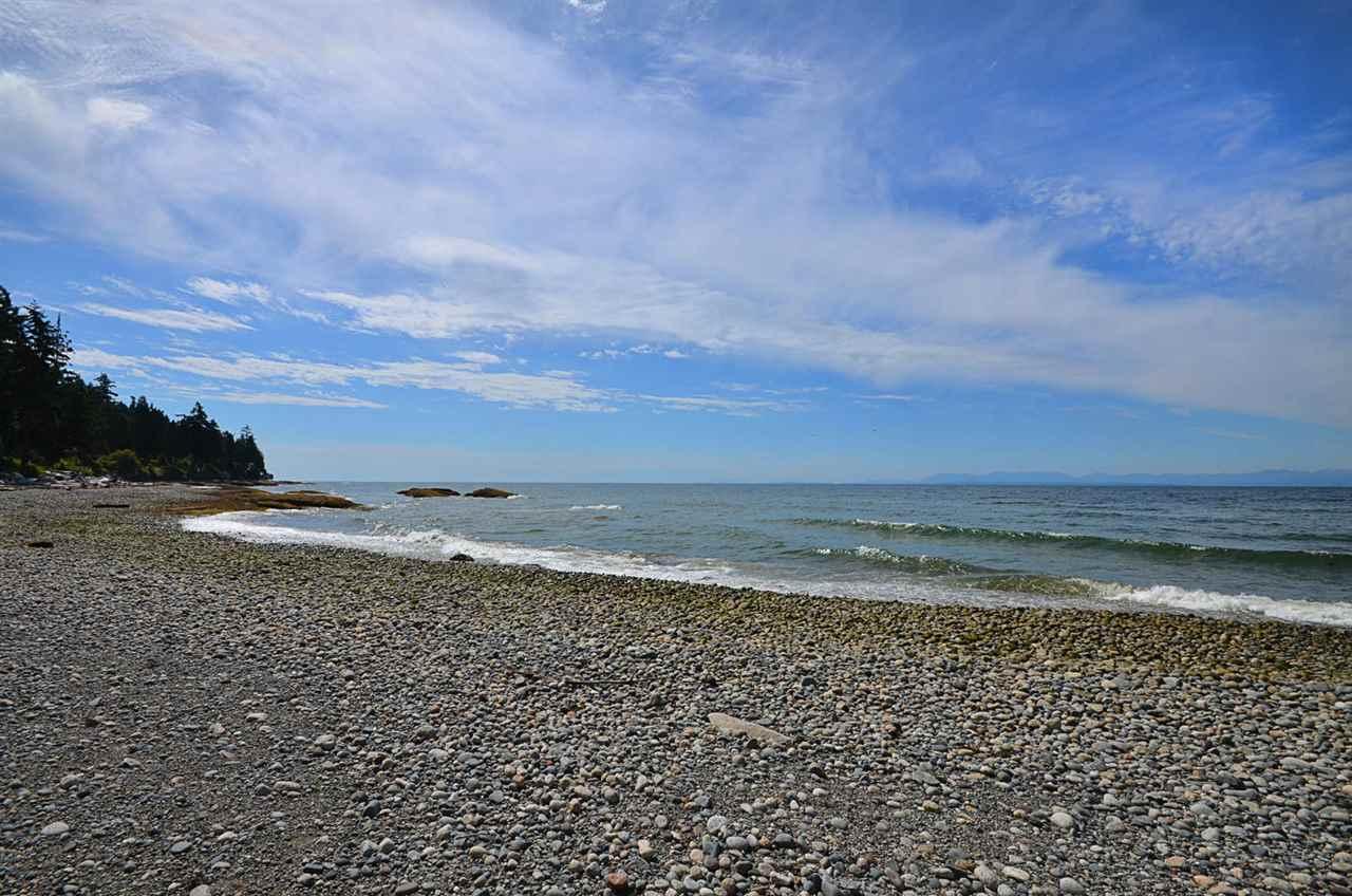 Detached at 3546 BEACH AVENUE, Sunshine Coast, British Columbia. Image 10
