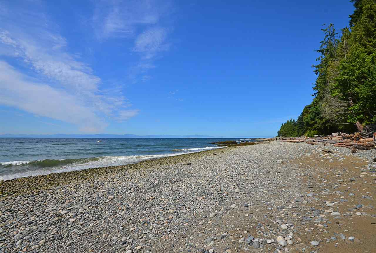 Detached at 3546 BEACH AVENUE, Sunshine Coast, British Columbia. Image 18