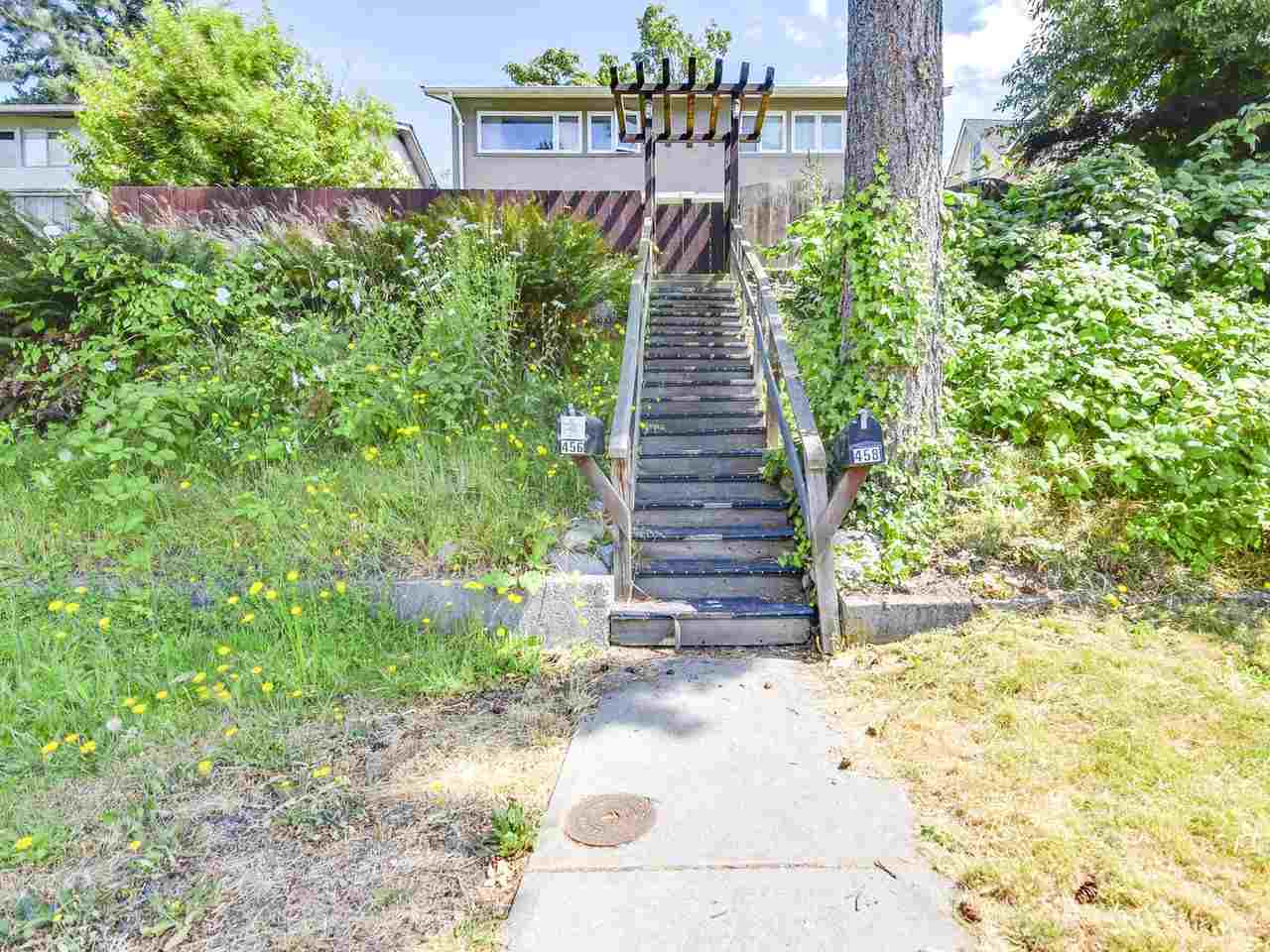 Half-duplex at 458 E 1ST STREET, North Vancouver, British Columbia. Image 11