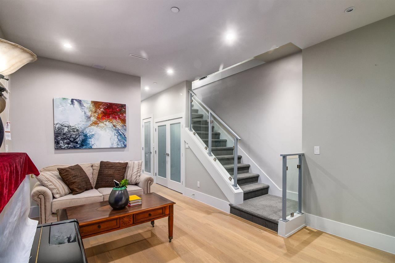 Half-duplex at 2150 W 3RD AVENUE, Vancouver West, British Columbia. Image 13
