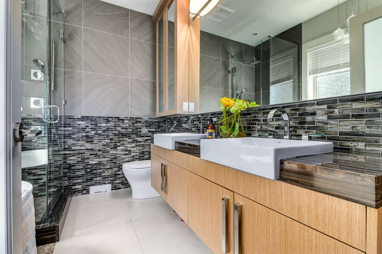 Half-duplex at 2150 W 3RD AVENUE, Vancouver West, British Columbia. Image 16