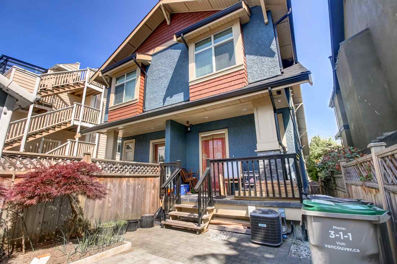 Half-duplex at 2150 W 3RD AVENUE, Vancouver West, British Columbia. Image 18