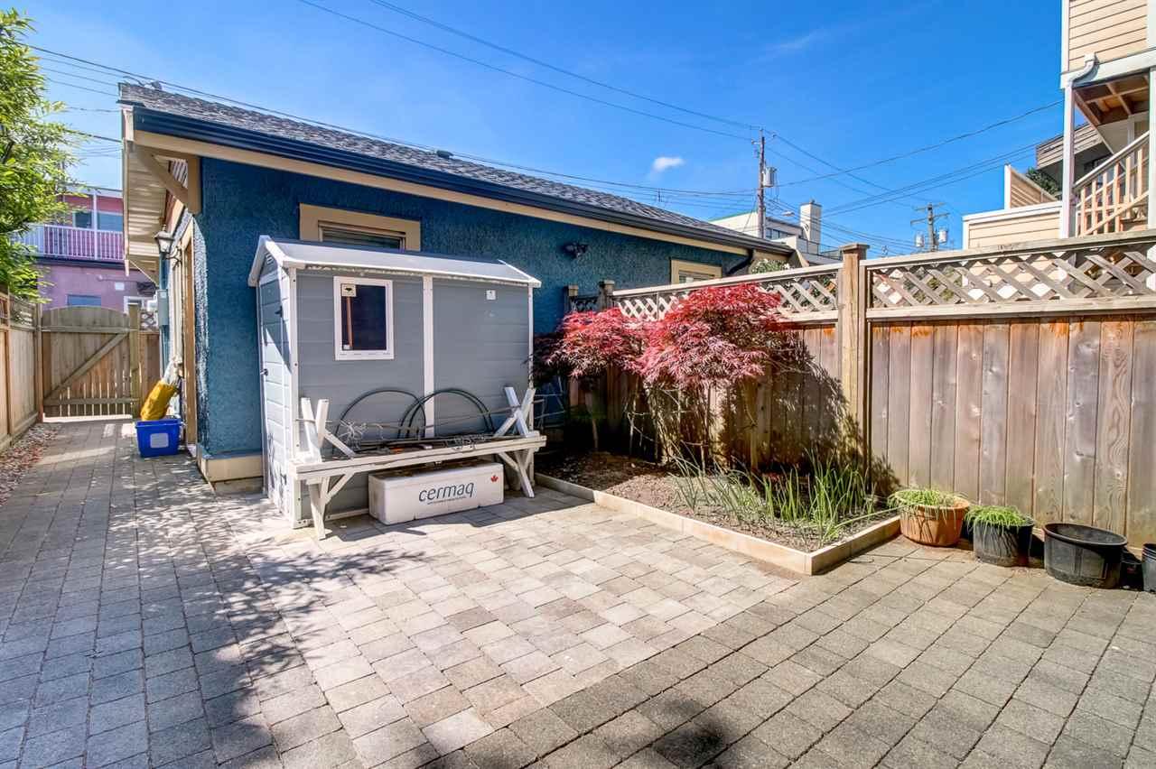 Half-duplex at 2150 W 3RD AVENUE, Vancouver West, British Columbia. Image 19
