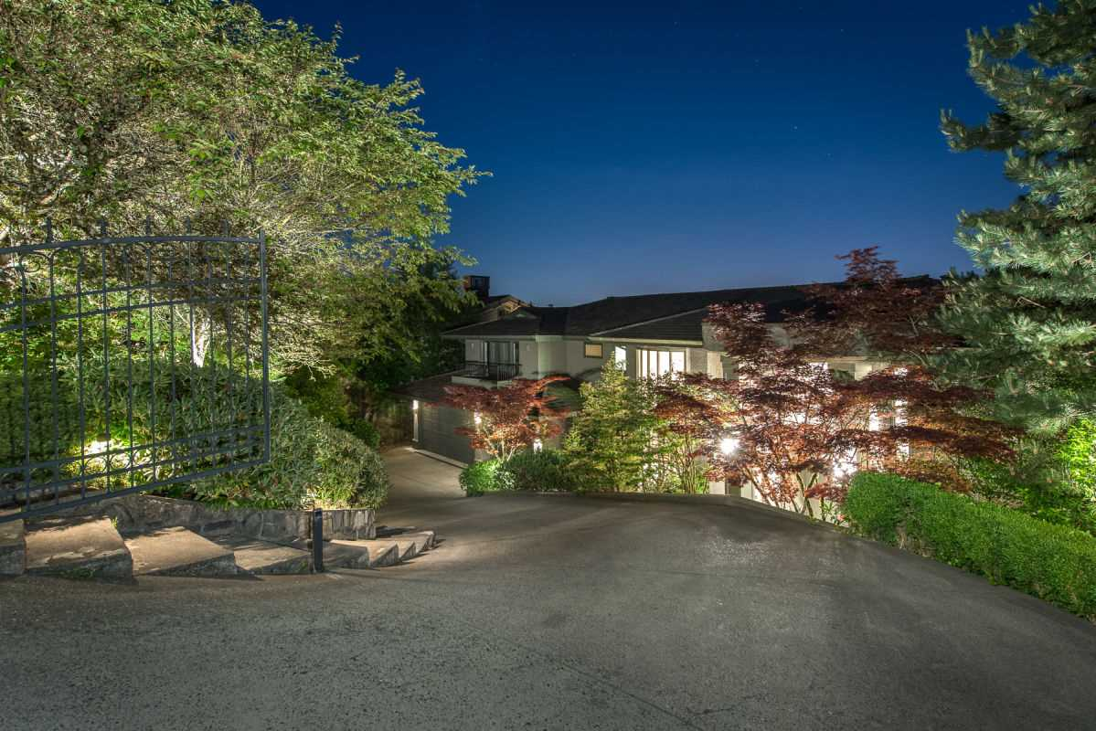 Detached at 1132 HILLSIDE ROAD, West Vancouver, British Columbia. Image 1