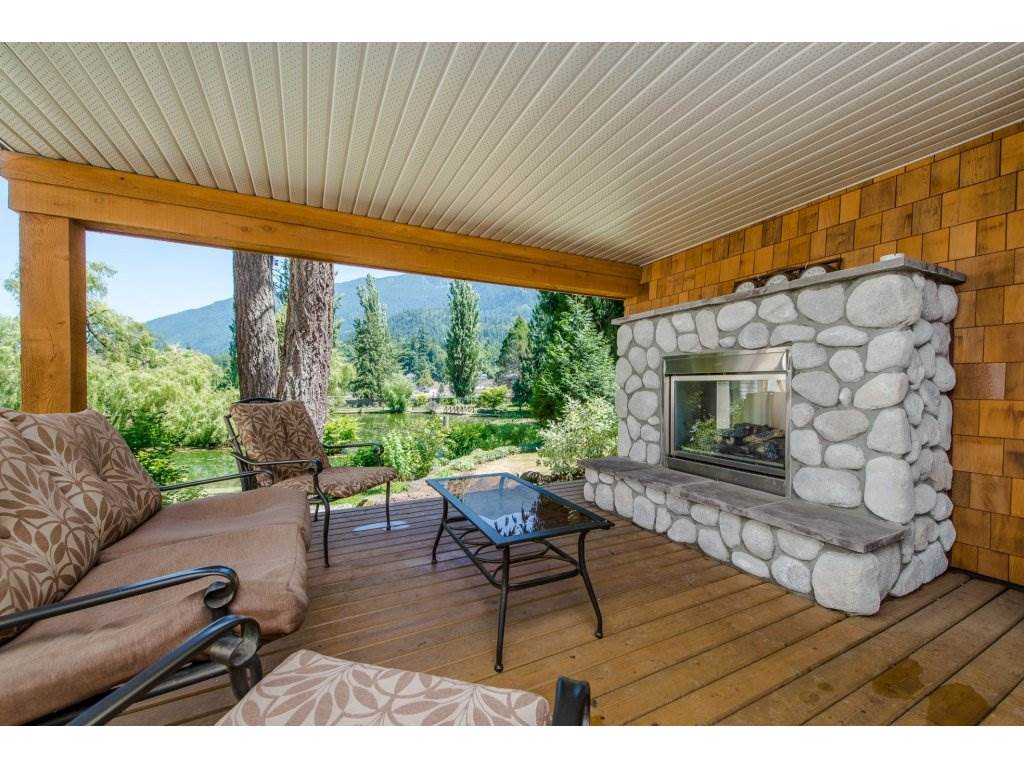Detached at 1752 PAINTED WILLOW PLACE, Cultus Lake, British Columbia. Image 2