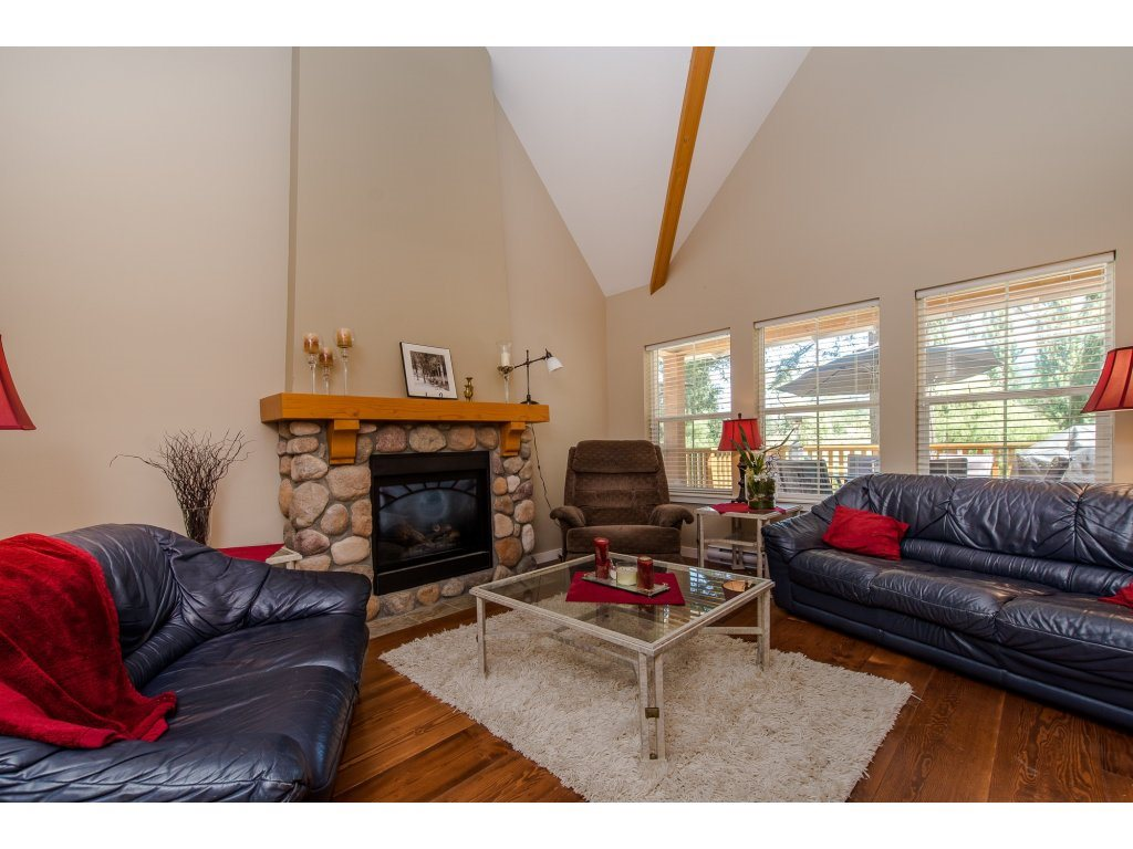 Detached at 1752 PAINTED WILLOW PLACE, Cultus Lake, British Columbia. Image 4
