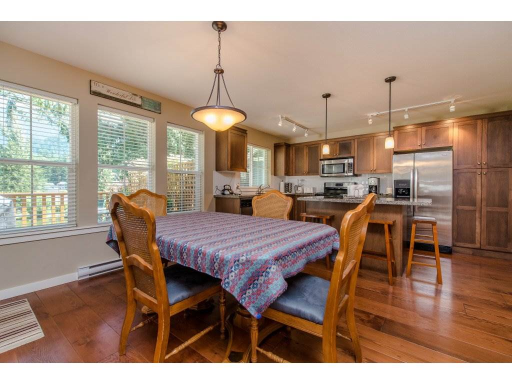 Detached at 1752 PAINTED WILLOW PLACE, Cultus Lake, British Columbia. Image 6