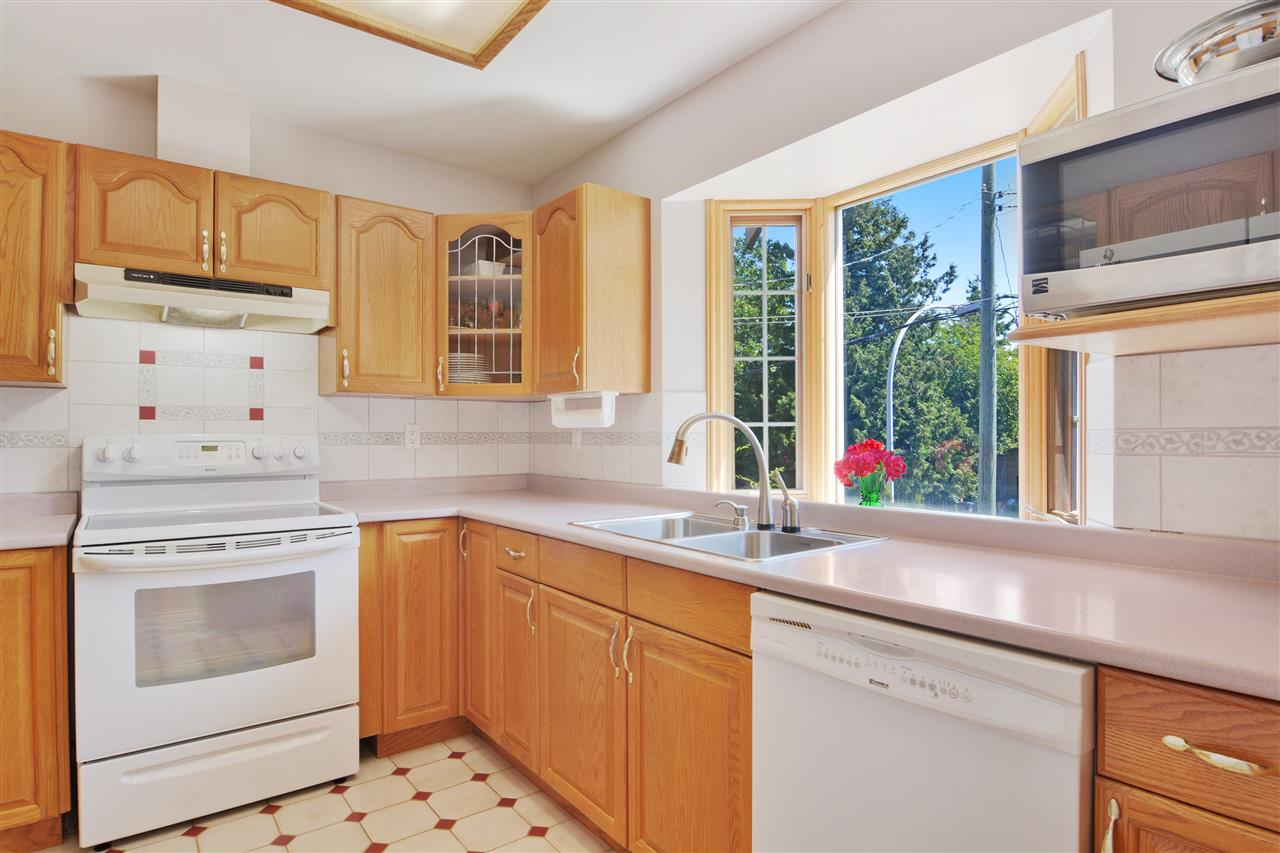 Detached at 1567 129TH STREET, South Surrey White Rock, British Columbia. Image 4