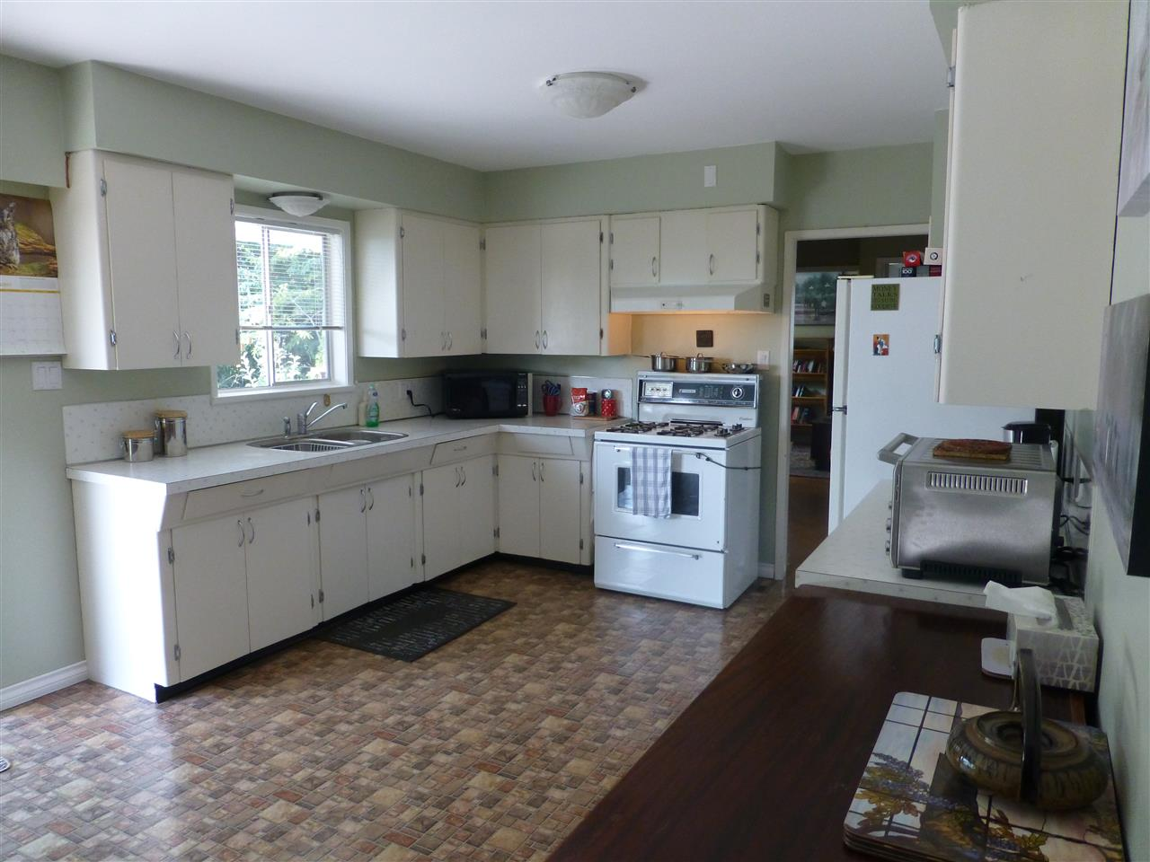 Detached at 15496 THRIFT AVENUE, South Surrey White Rock, British Columbia. Image 4