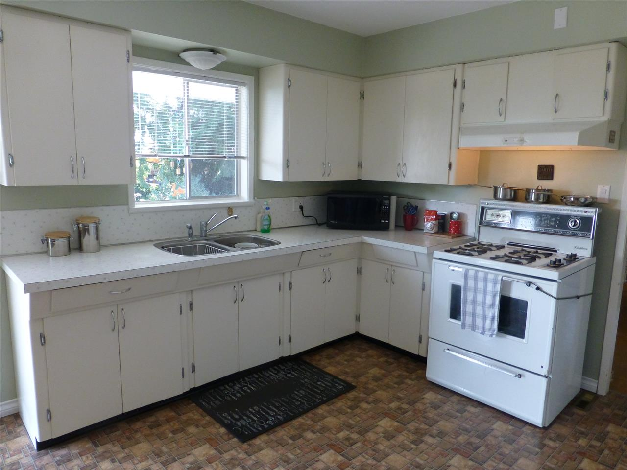 Detached at 15496 THRIFT AVENUE, South Surrey White Rock, British Columbia. Image 6