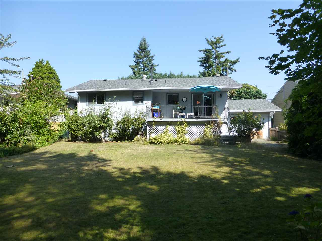 Detached at 15496 THRIFT AVENUE, South Surrey White Rock, British Columbia. Image 10