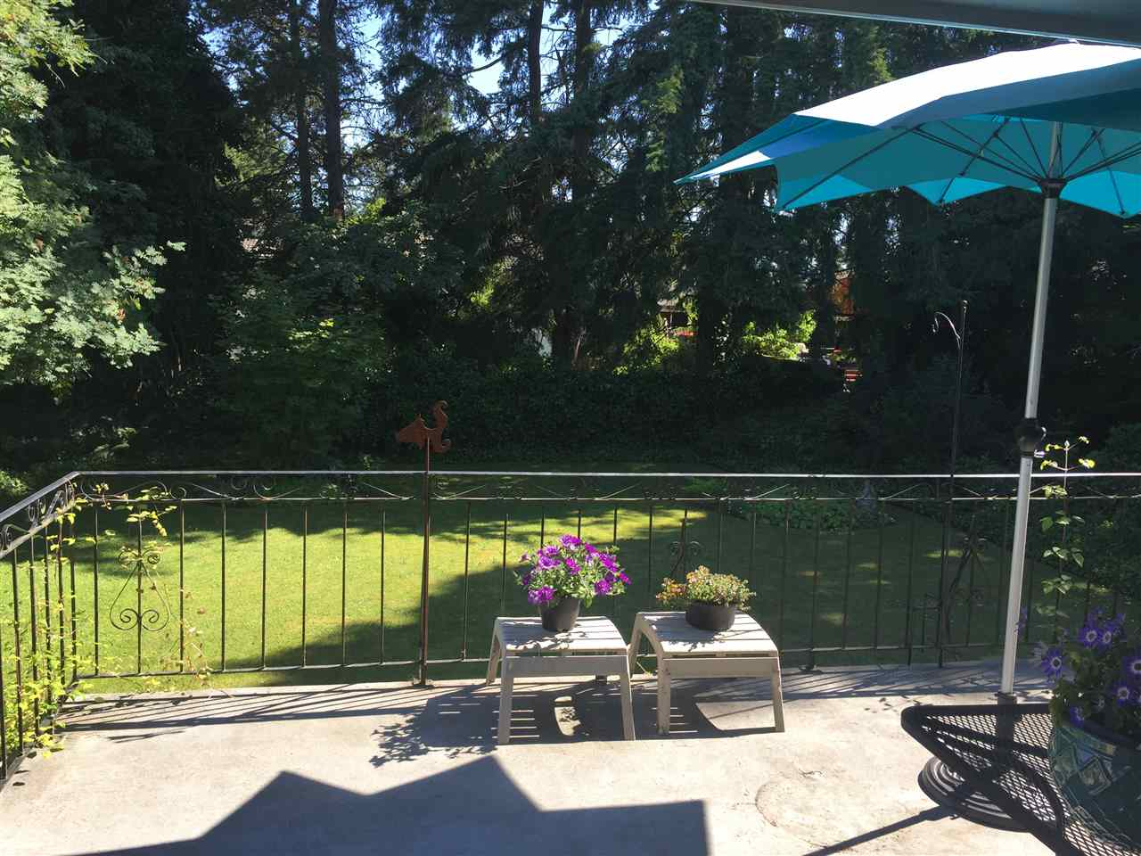 Detached at 15496 THRIFT AVENUE, South Surrey White Rock, British Columbia. Image 11