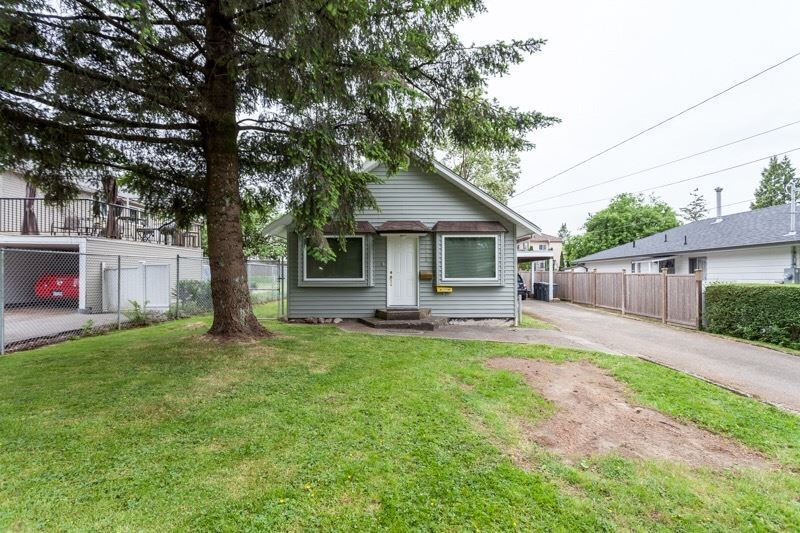 Detached at 10953 132 STREET, North Surrey, British Columbia. Image 2