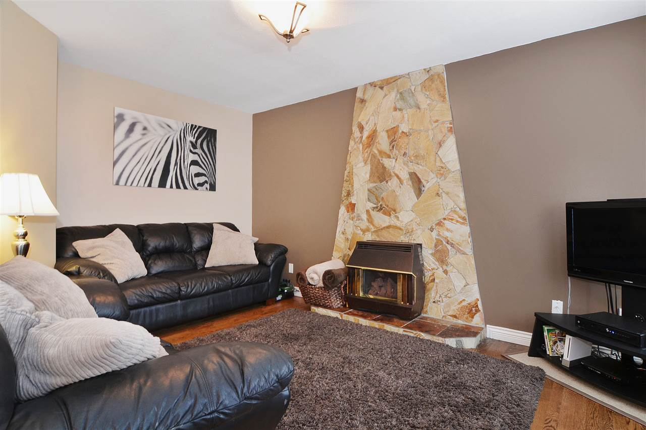 Detached at 21598 87 AVENUE, Langley, British Columbia. Image 11