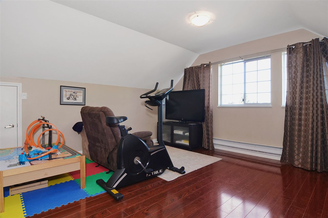 Detached at 21598 87 AVENUE, Langley, British Columbia. Image 15