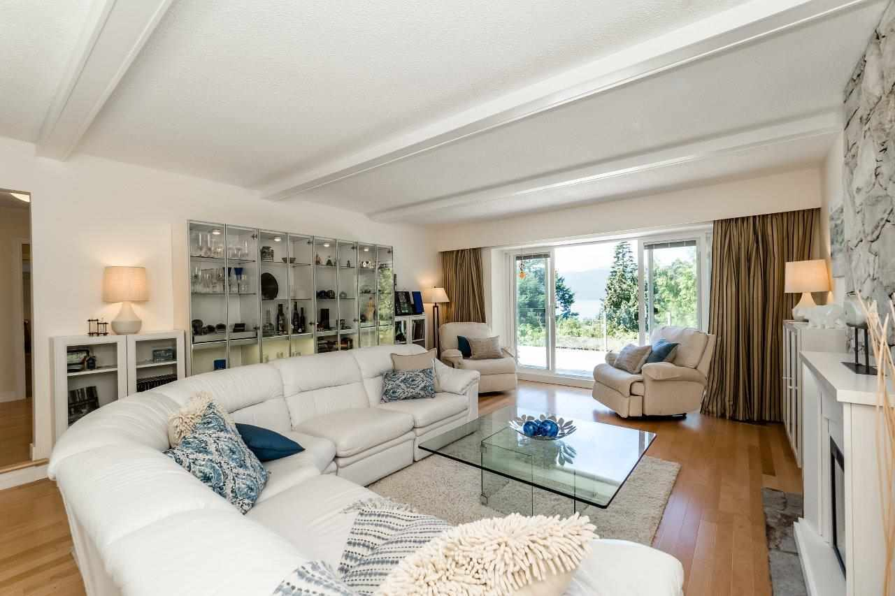 Detached at 5380 MARINE DRIVE, West Vancouver, British Columbia. Image 4