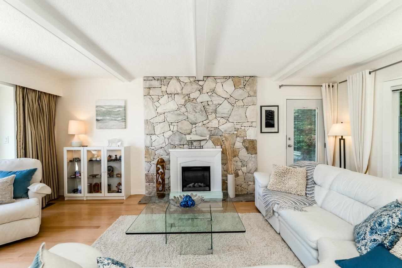 Detached at 5380 MARINE DRIVE, West Vancouver, British Columbia. Image 5