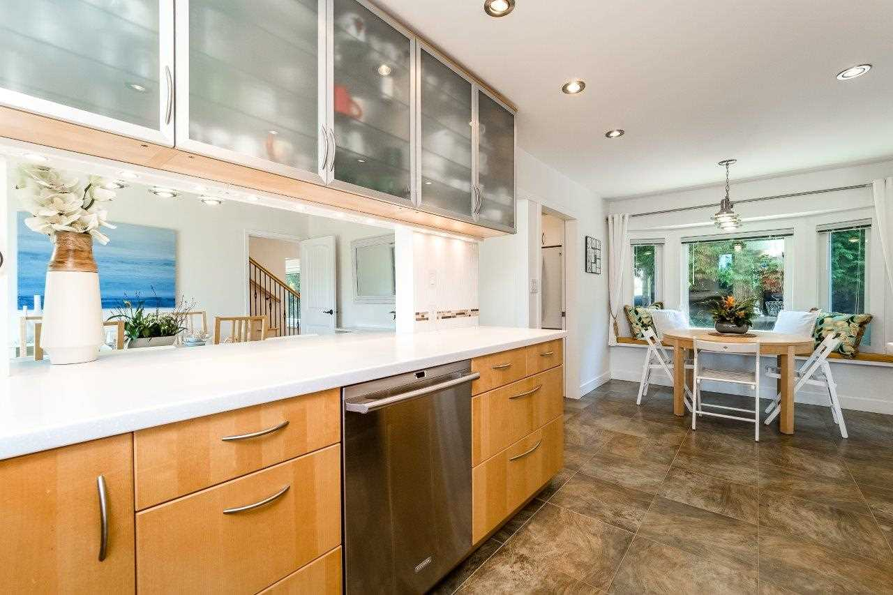 Detached at 5380 MARINE DRIVE, West Vancouver, British Columbia. Image 6