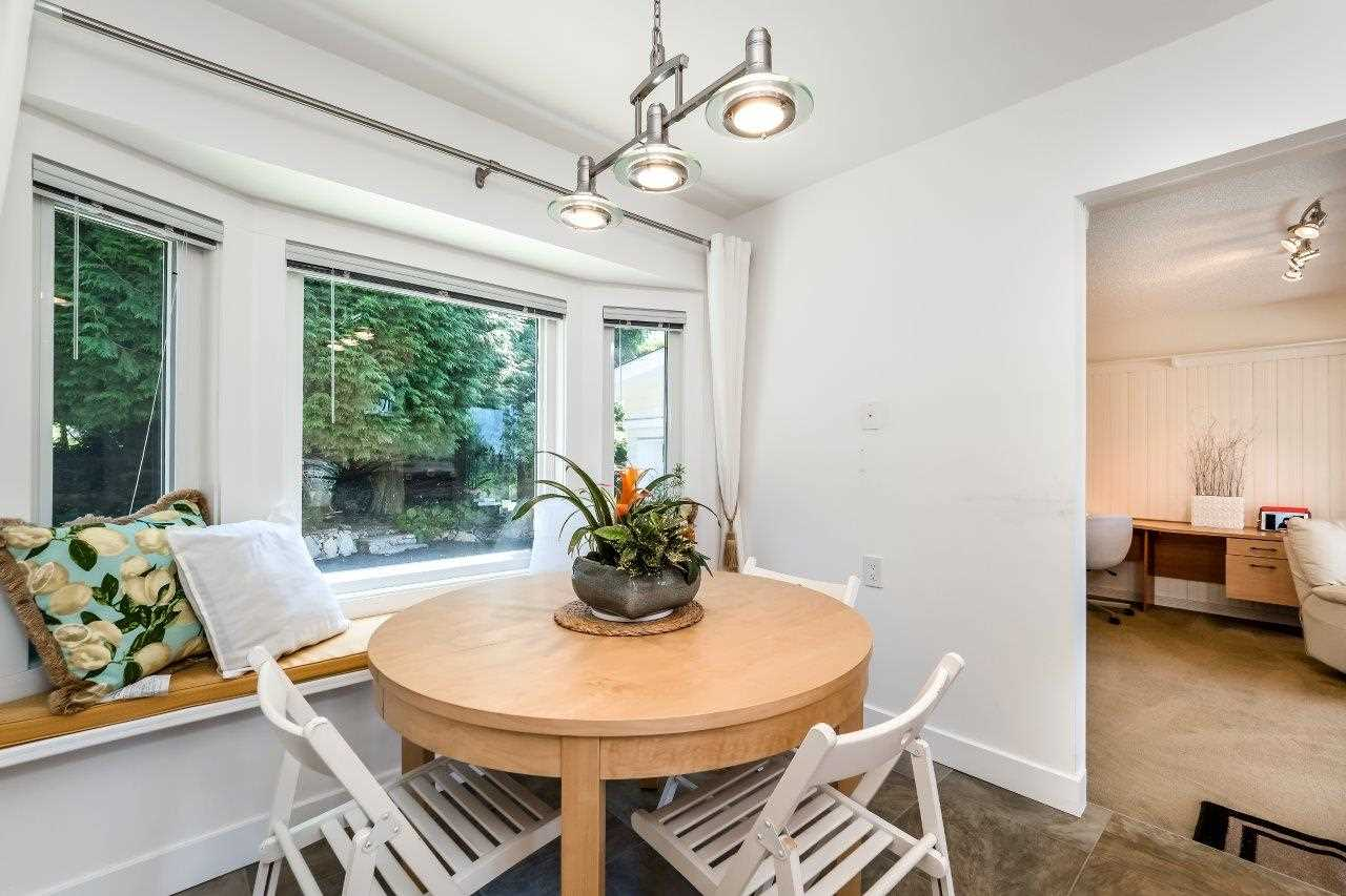 Detached at 5380 MARINE DRIVE, West Vancouver, British Columbia. Image 9