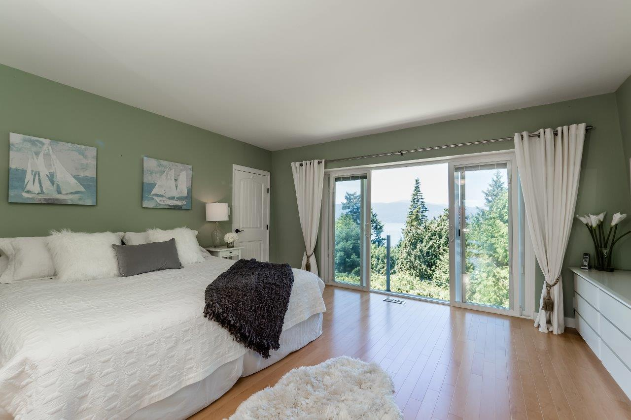 Detached at 5380 MARINE DRIVE, West Vancouver, British Columbia. Image 11