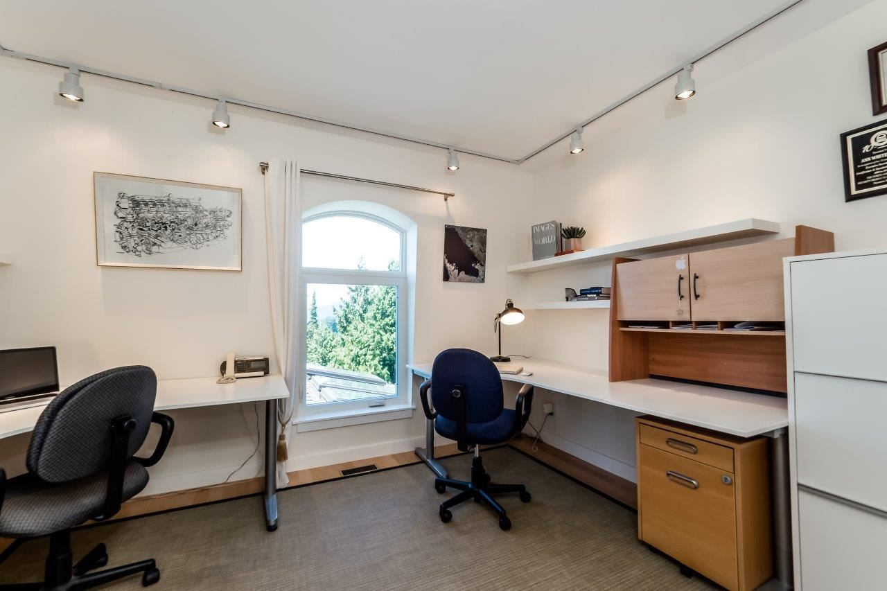 Detached at 5380 MARINE DRIVE, West Vancouver, British Columbia. Image 13