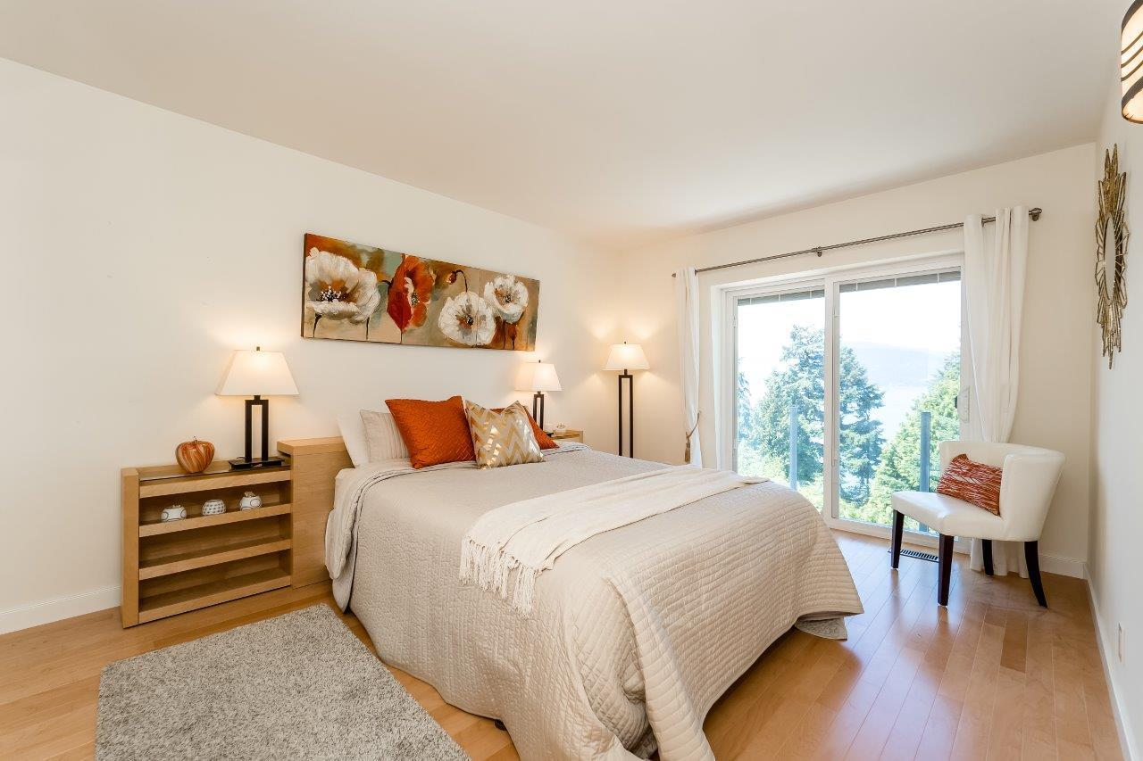 Detached at 5380 MARINE DRIVE, West Vancouver, British Columbia. Image 14