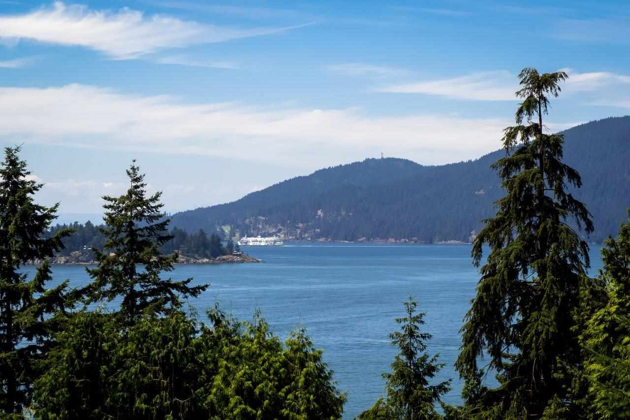 Detached at 5380 MARINE DRIVE, West Vancouver, British Columbia. Image 16